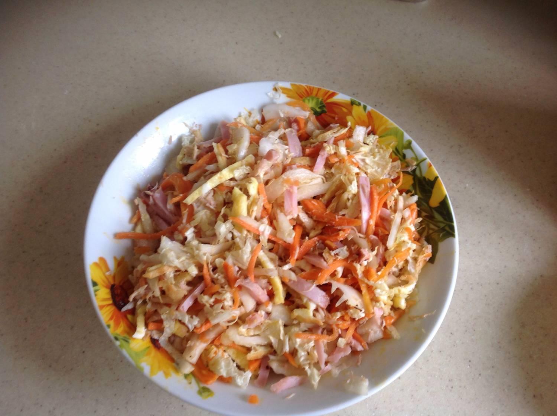 Салат с корейской морковкой и курицей рецепт пошагово